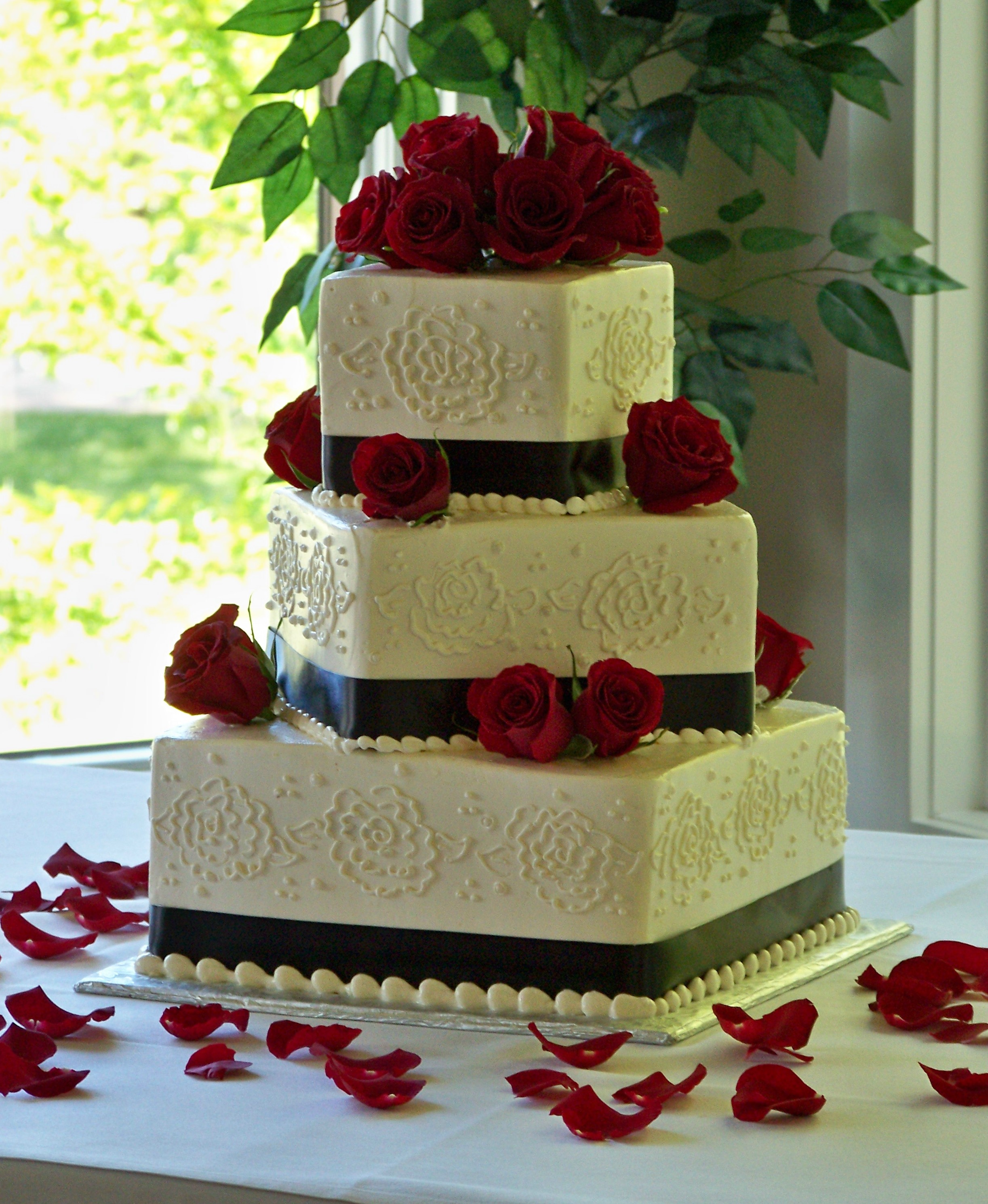 8 Red Black N White Cakes Photo - Red White and Black Wedding Cake ...