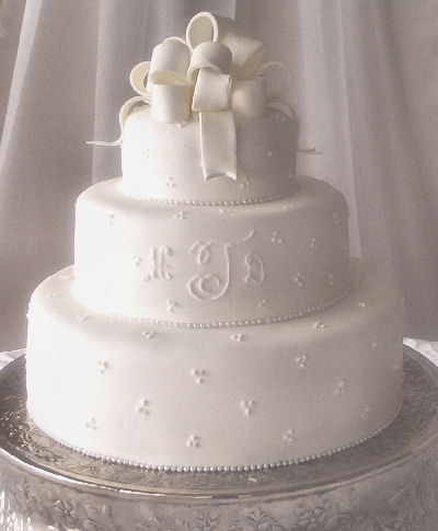 Sam Wedding Cake.Sam Wedding Cakes Aidainternational Nl