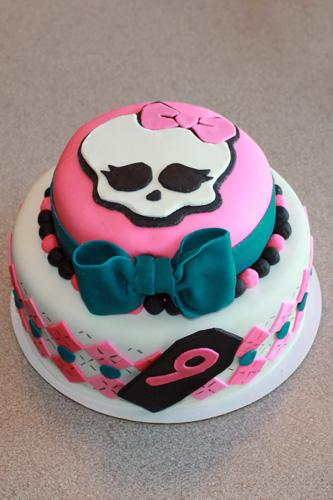 Remarkable 11 9 Monster High Cakes Photo Monster High Cake Idea Monster Personalised Birthday Cards Veneteletsinfo