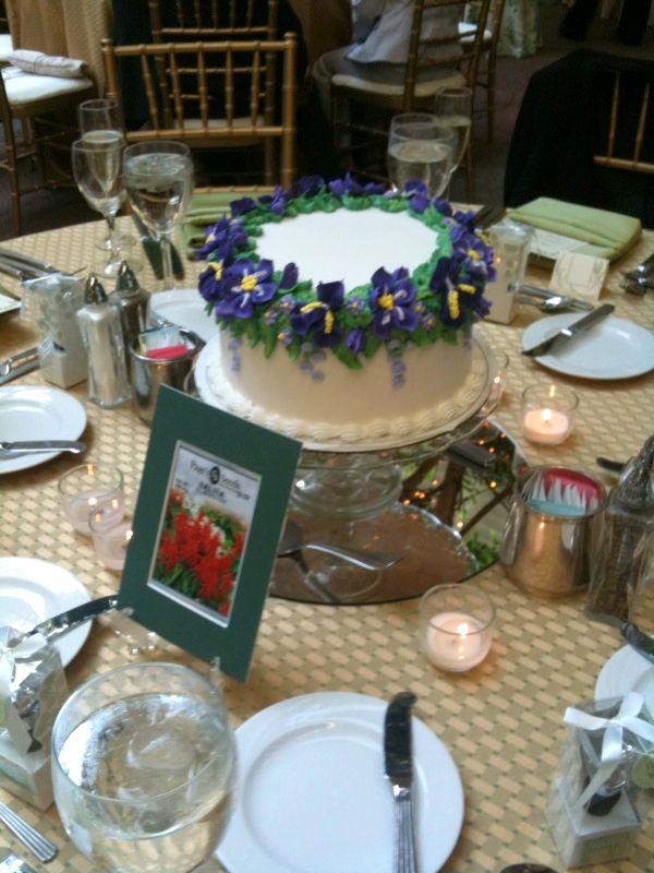 11 Using Cakes As Centerpieces Photo Wedding Cake As Centerpiece