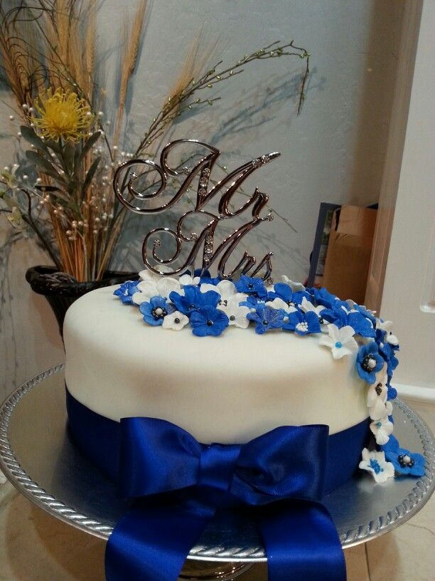 10 Colors For Royal Blue Weddings Cakes Photo Blue And Yellow