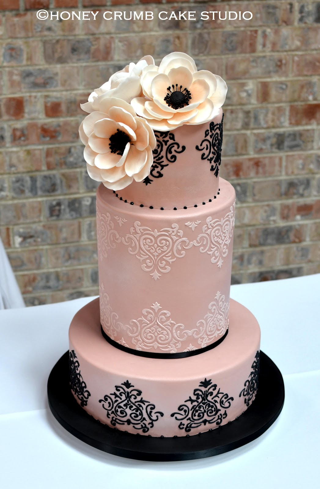 10 Blush And Black Cupcakes Photo - Black and White Gold Wedding ...