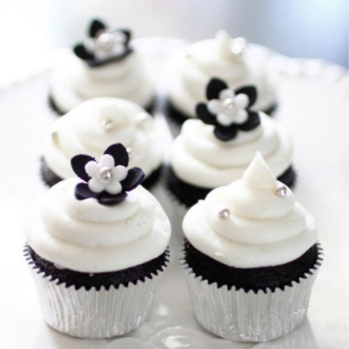 10 White Black Decoration Cupcakes Photo Black And White Cakes