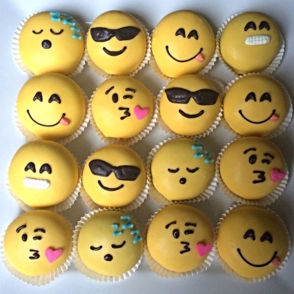 9 Funny Emoji Cupcakes Photo