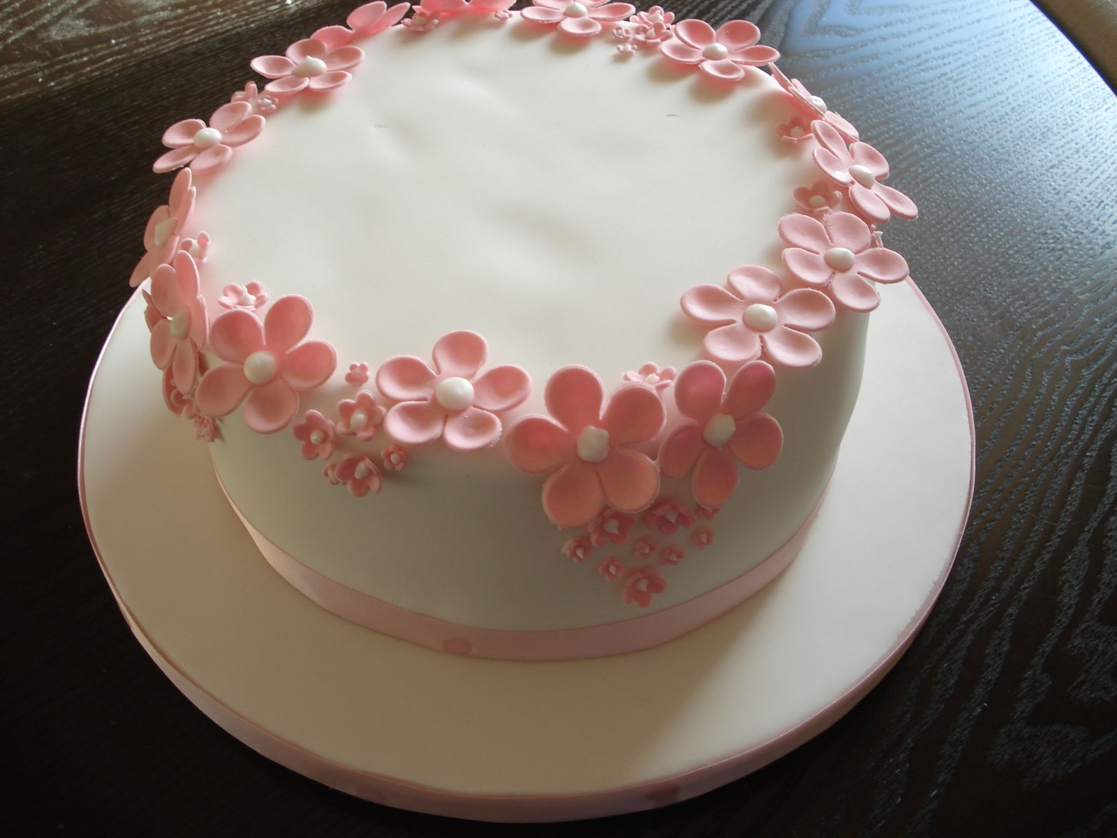 9 Cute Birthday Cakes For Women Photo
