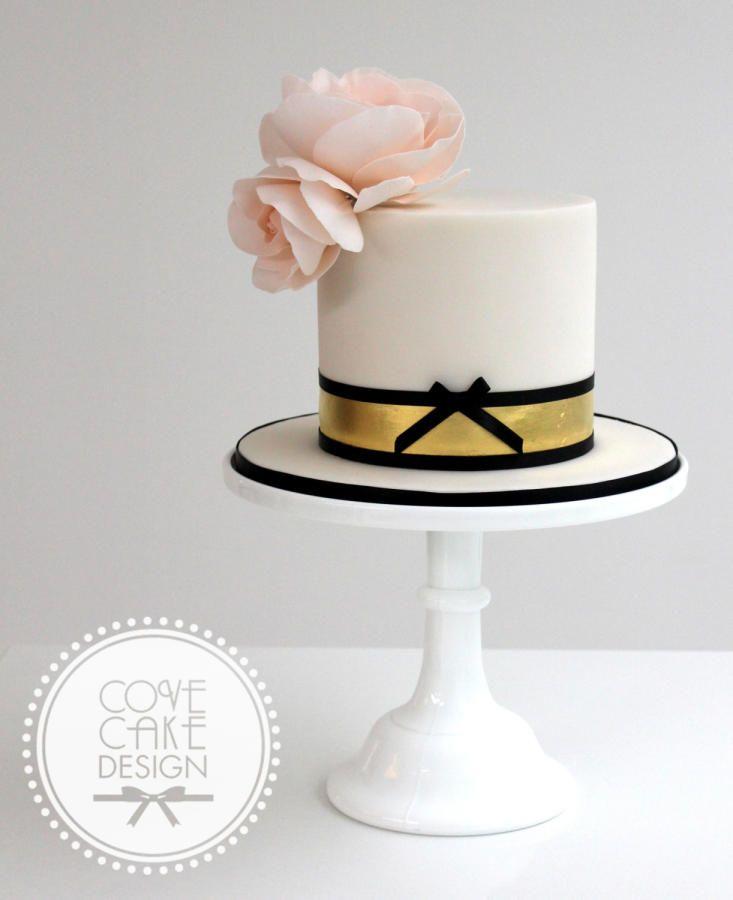 Elegant Gold Birthday Cakes For Women