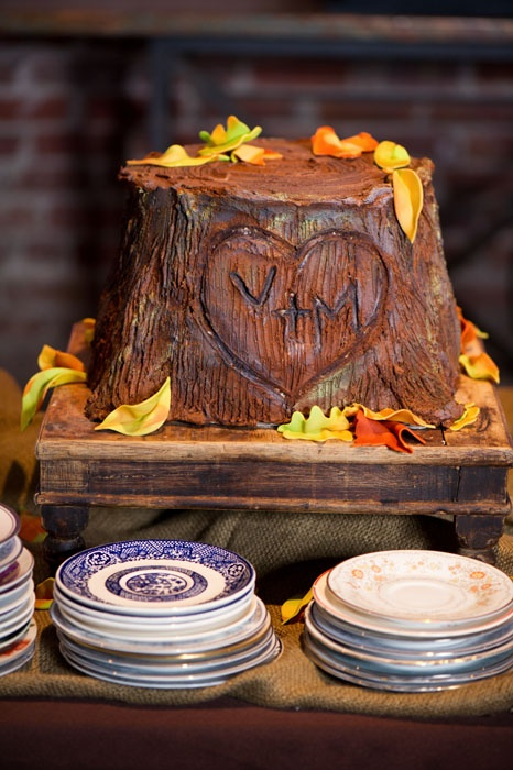 Initials Tree Stump Cake Stand & 11 Groom Tree Cakes Photo - Tree Stump Grooms Cake Tree Trunk Groom ...