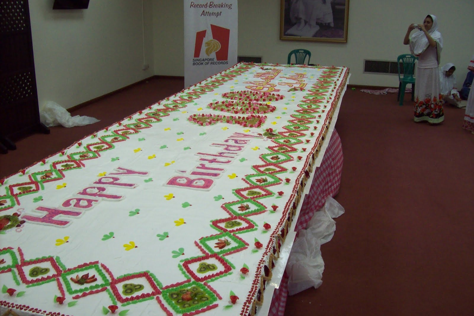 Astounding 9 Worlds Bigest Birthday Cakes Photo Worlds Biggest Cake Funny Birthday Cards Online Barepcheapnameinfo
