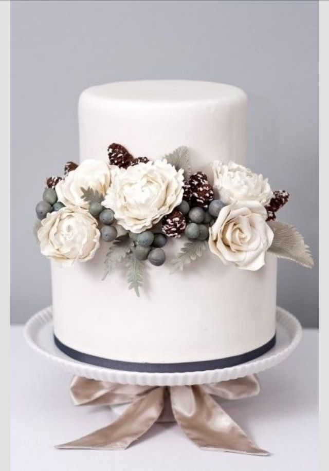 10 Winter Wedding Cakes With Red Photo