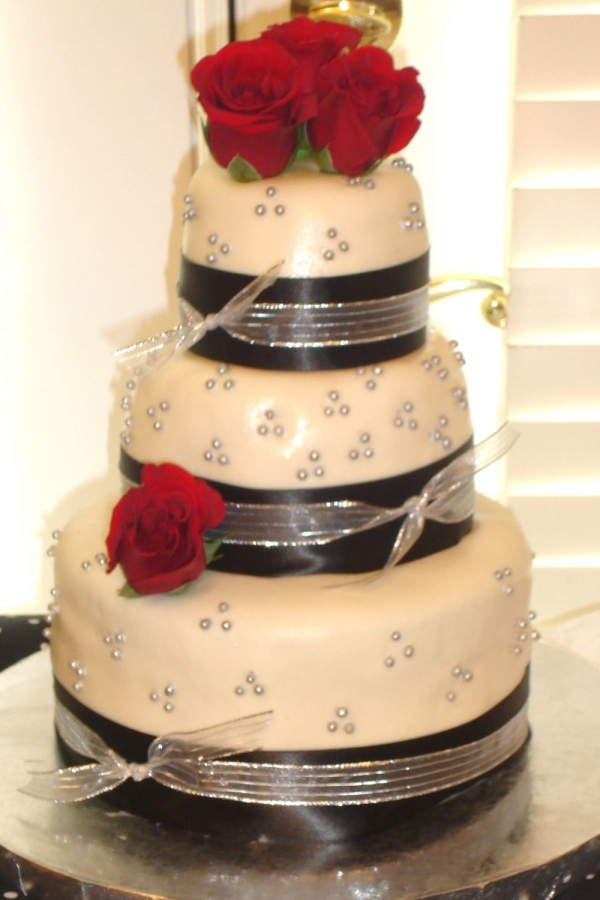 9 Black And Silver Bridal Shower Cakes Photo - Silver and Coral ...