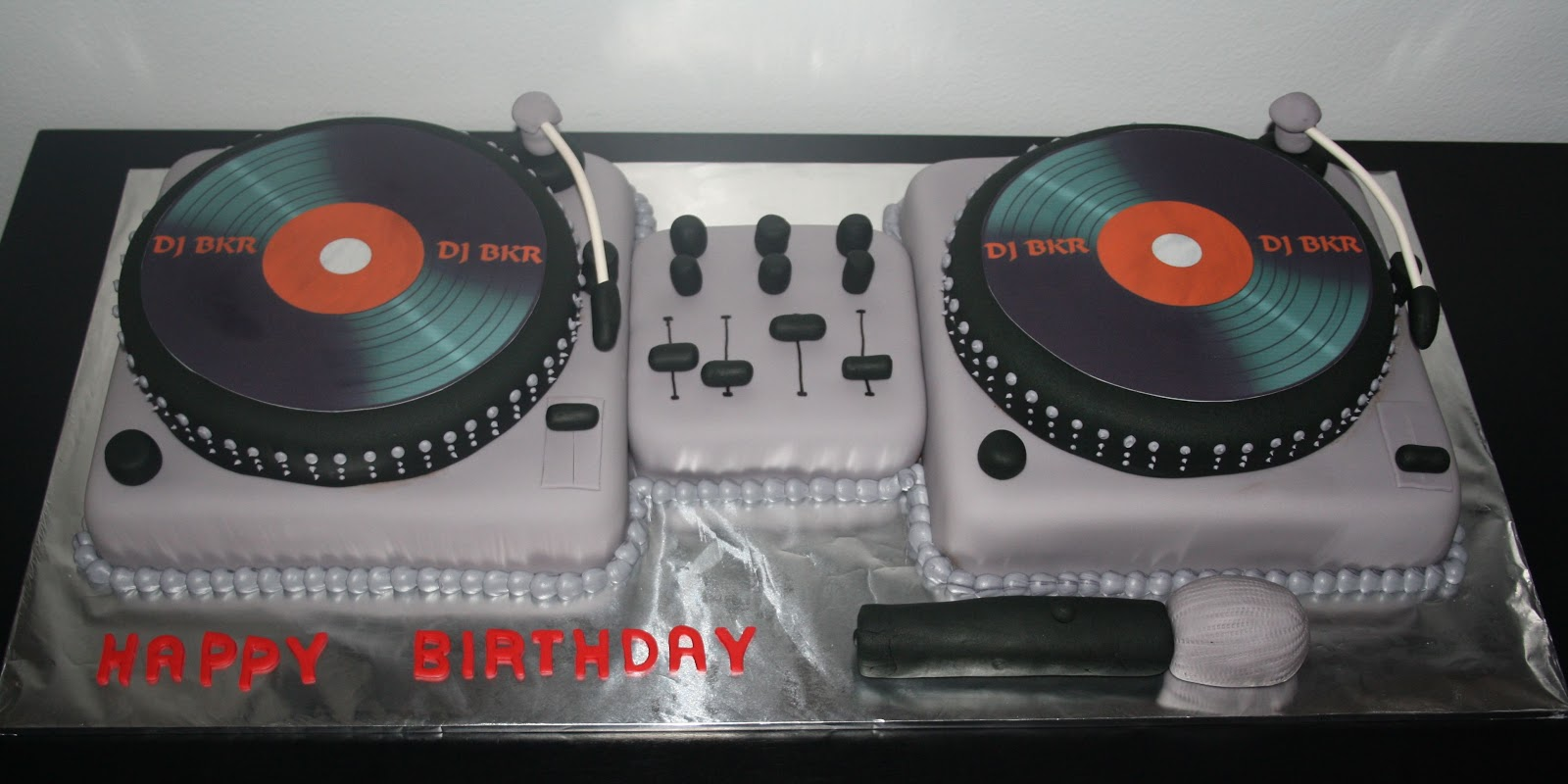 Swell 10 Dj Turntables Birthday Cakes Photo Dj Turntable Birthday Cake Birthday Cards Printable Benkemecafe Filternl