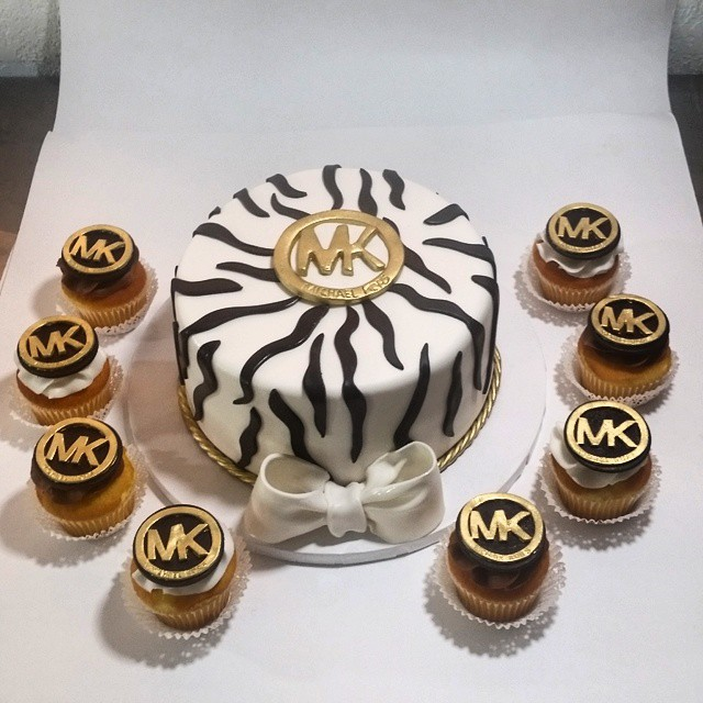 bb886865a 13 Cakes De MK Photo - Michael Kors Cake, Michael Kors Cake and ...