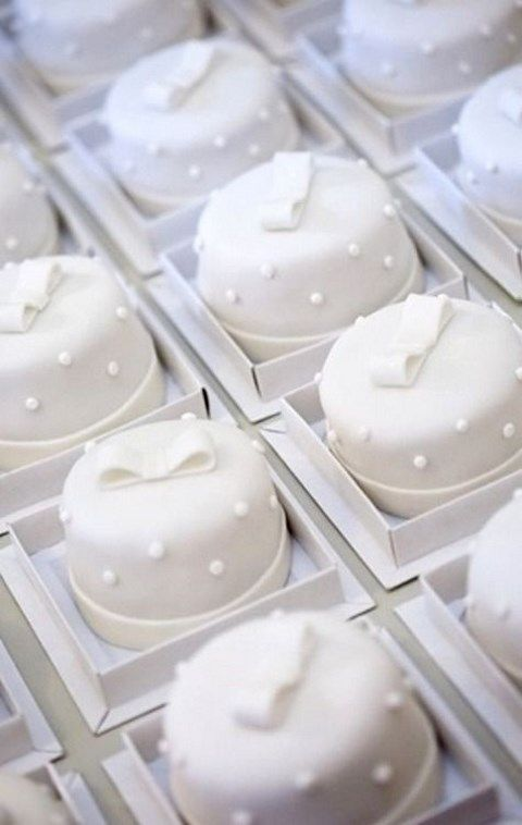 mini wedding cake petit fours