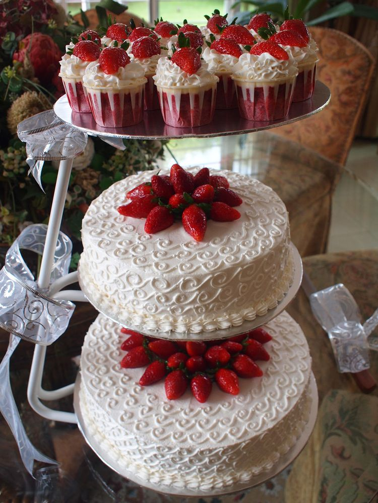 11 2 Tiered Red Velvet Cakes Photo Lorraine Pascale Red Velvet