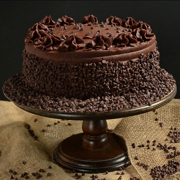 How To Decorate A Chocolate Cake At Home Easy
