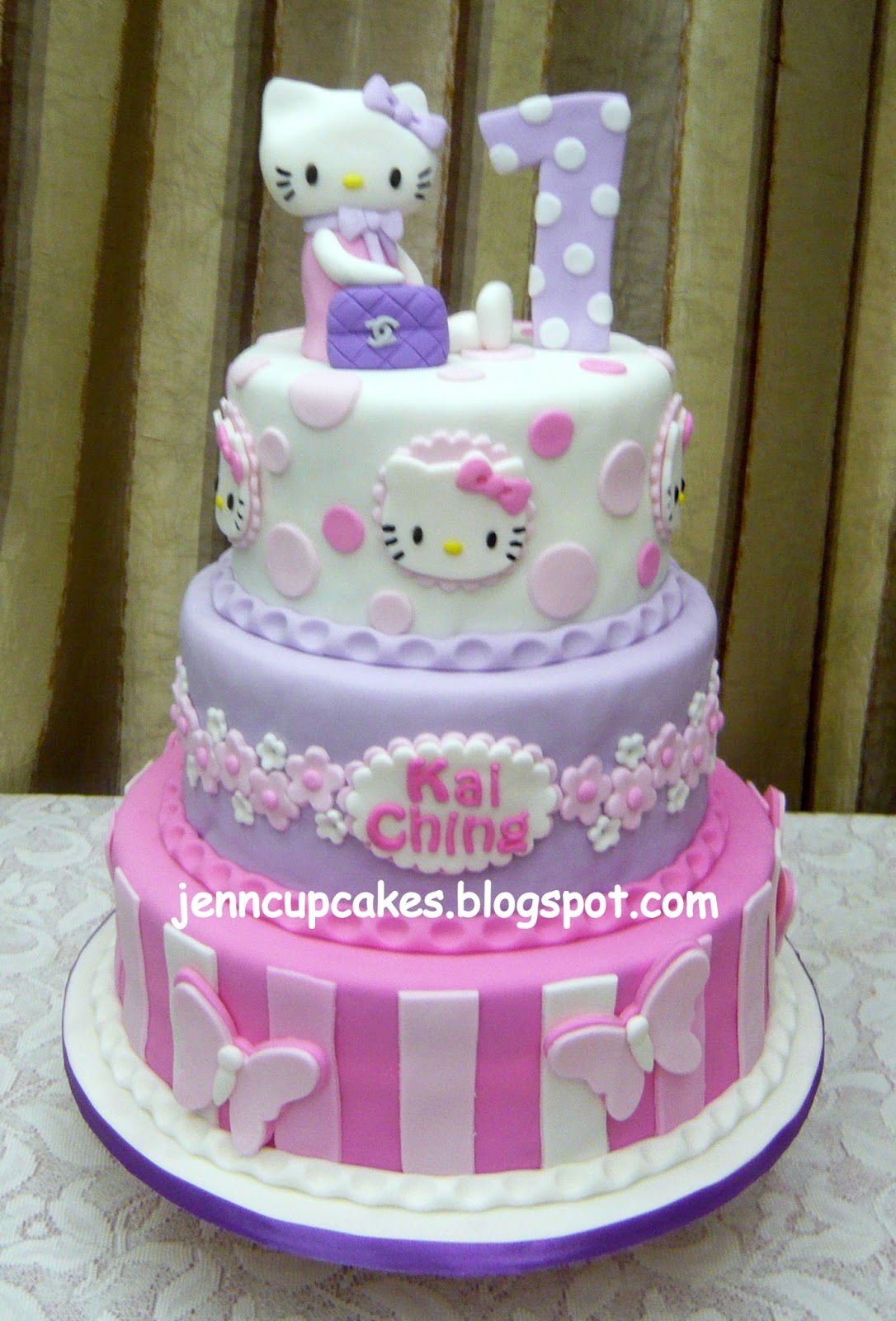 9 2 Layer Cakes And Cupcakes Hello Kitty Photo Hello Kitty Cupcake
