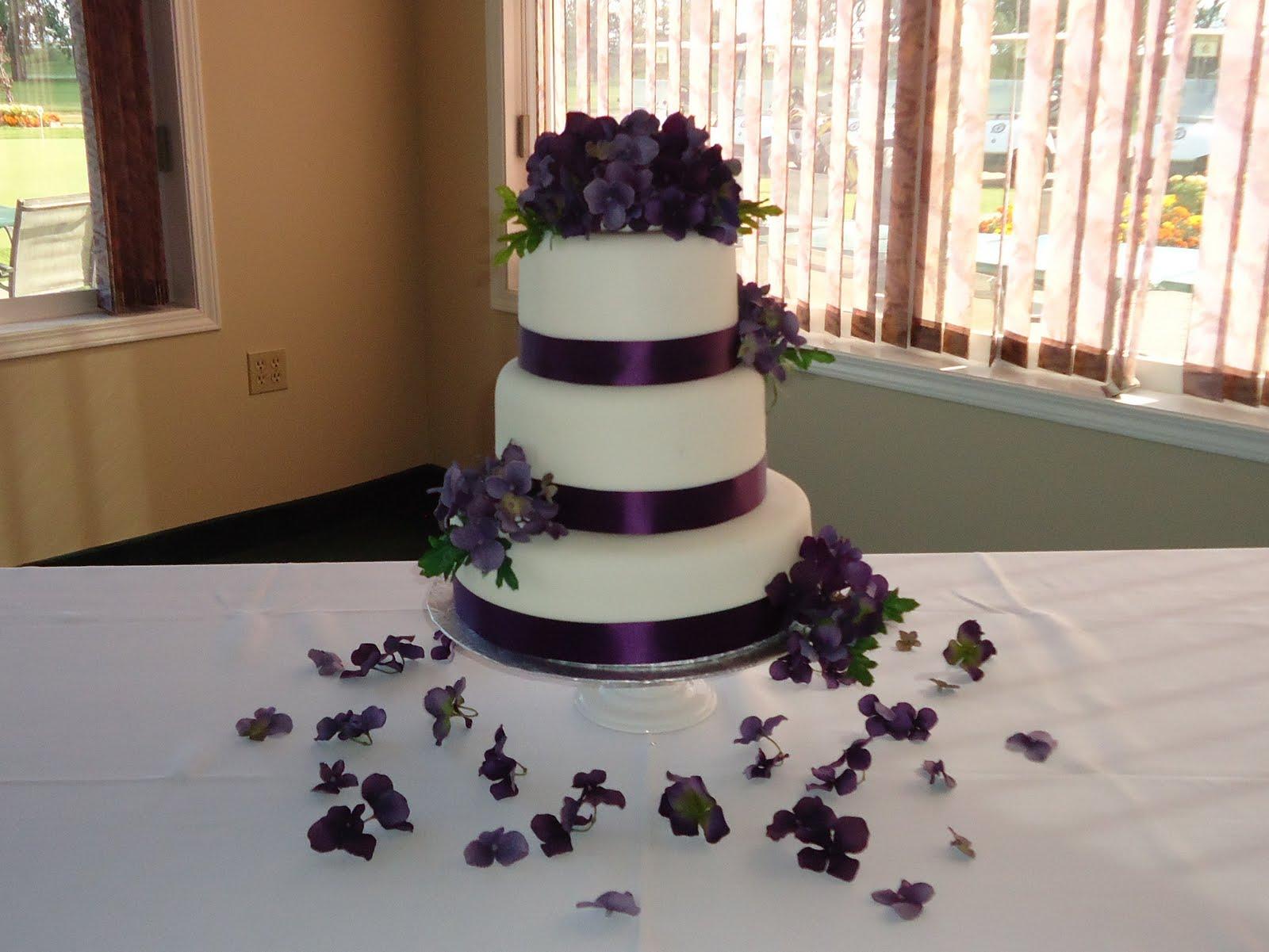 12 Purple Inspired Wedding Cakes Photo Purple Themed Wedding Cake