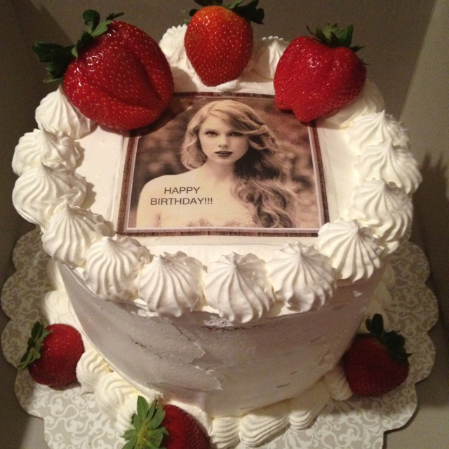 Pleasant 13 Taylor Swift Cakes That Are Made Photo Taylor Swift Birthday Funny Birthday Cards Online Elaedamsfinfo