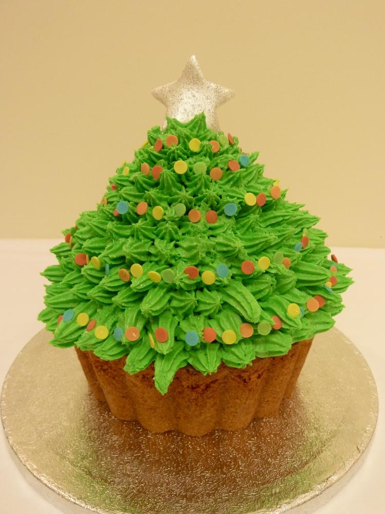 Giant Cupcake Christmas Tree - 5 Big Cakes And Cupcakes Christmas Photo - Red Velvet Christmas