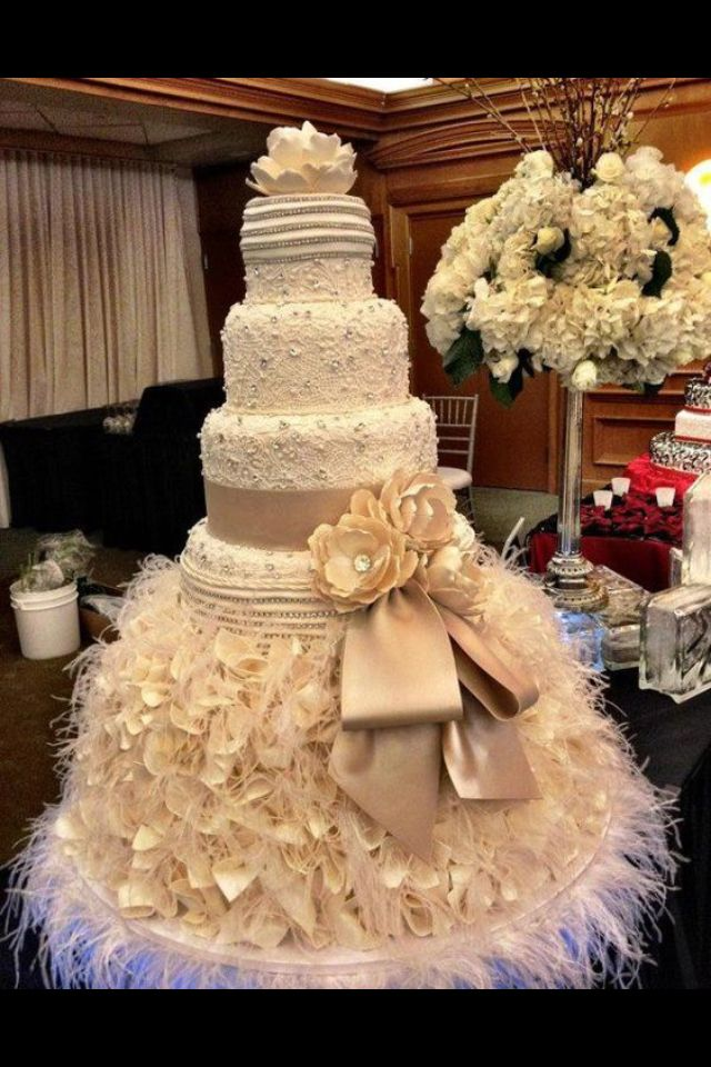 11 Crazy Huge Wedding Cakes Photo - Crazy Wedding Cake, Crazy ...