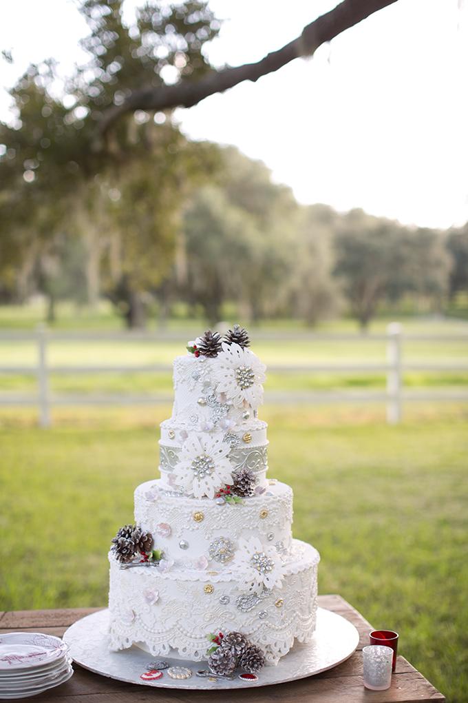 10 Vintage Christmas Wedding Cakes Photo - Vintage Glam Wedding Cake ...