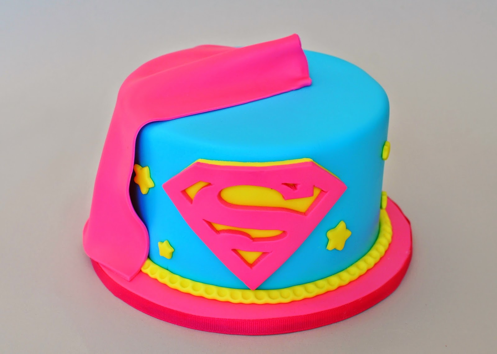 Brilliant 7 Cakes For Girls Supergirl Photo Dc Super Hero Girls Birthday Funny Birthday Cards Online Elaedamsfinfo