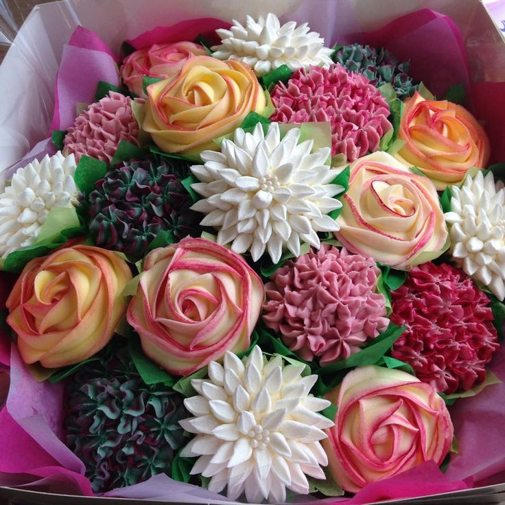 8 Flowers On Top With Cupcakes Photo