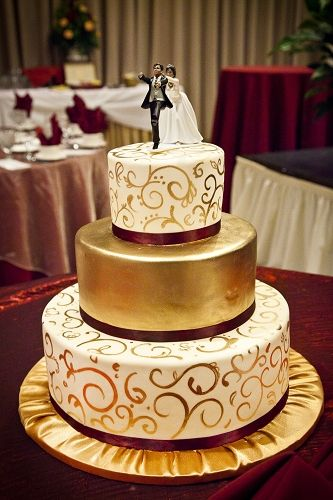 8 White Gold And Burgundy Wedding Cakes Photo - Burgundy and Gold ...