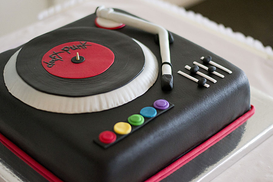 Fine 8 Simple Dj Cakes Photo Dj Birthday Cake Designs Dj Turntable Birthday Cards Printable Trancafe Filternl
