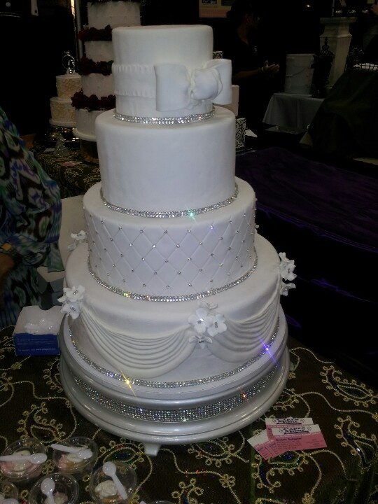 11 Bling Wedding Cakes Pretty Photo