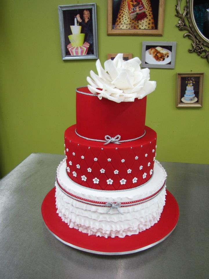 red and white wedding cake ideas white and blue wedding cake decorations www 19100