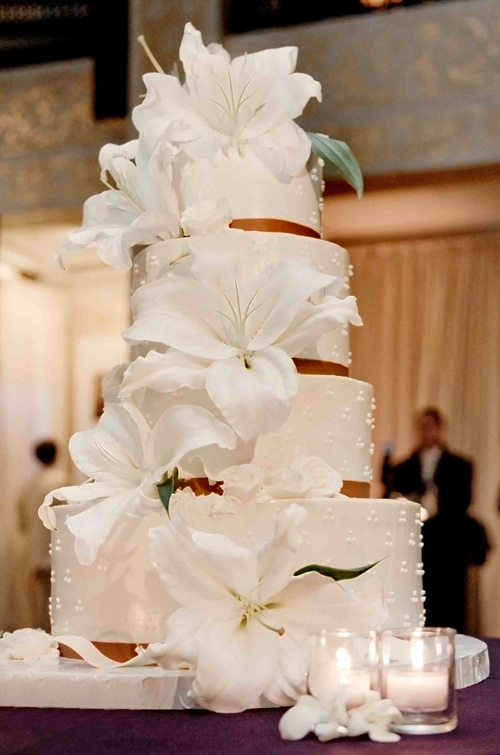 7 White Lily Wedding Cakes With Flowers Photo - Wedding Cake with ...