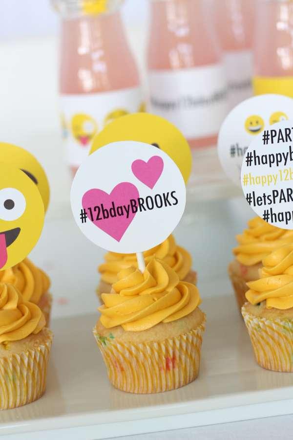 11 Instagram Emoji Cupcakes Photo