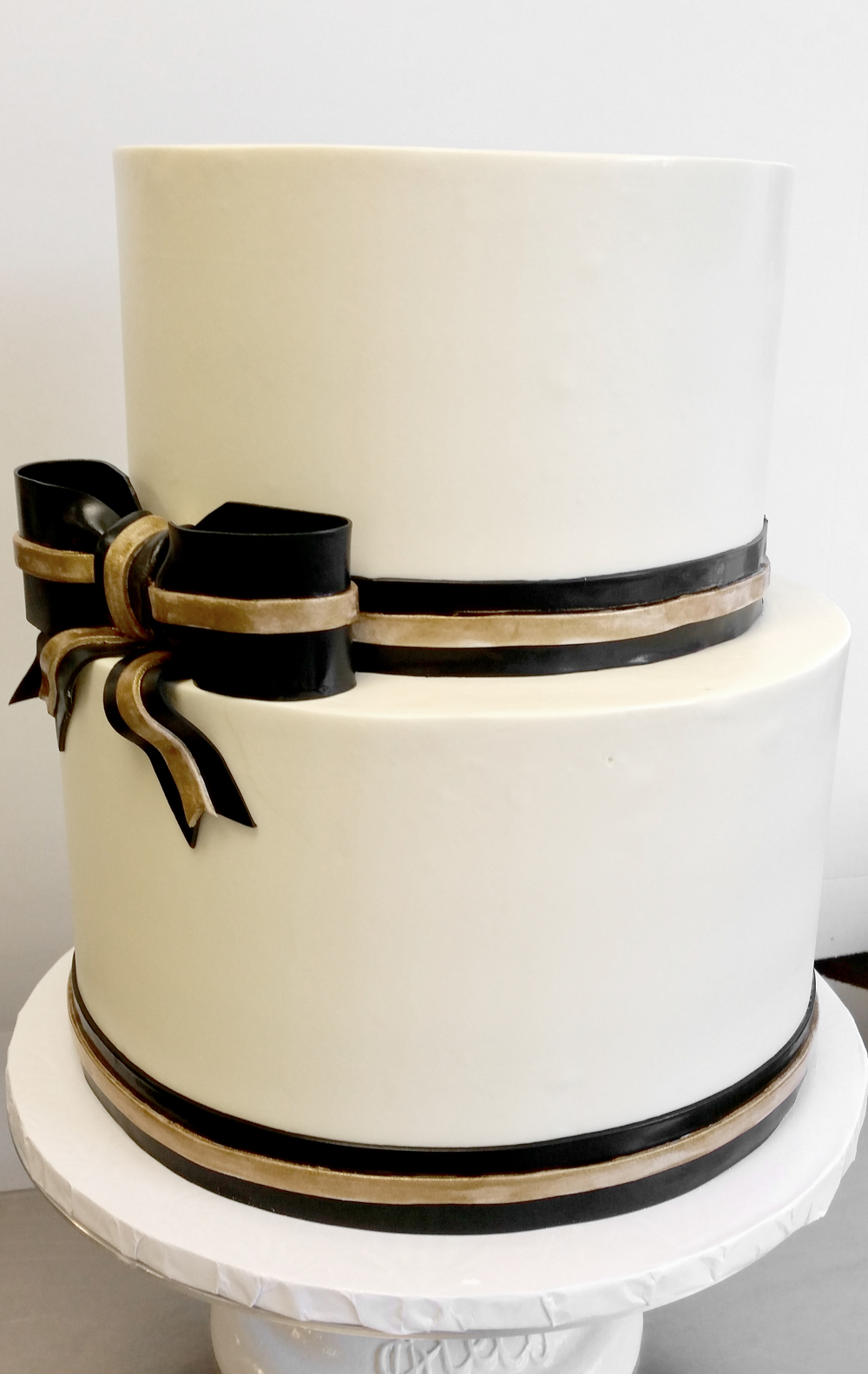10 black and white wedding cakes with gold ribbon photo navy blue