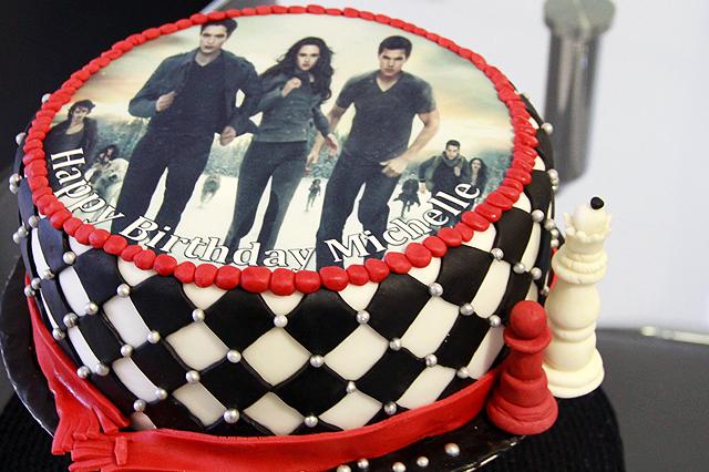 Pleasing 11 Twilight Saga Breaking Dawn Bday Cakes Photo Twilight Funny Birthday Cards Online Overcheapnameinfo