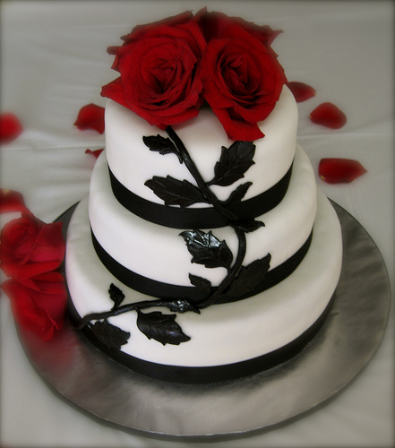 9 Red Rose Black And White Wedding Cupcakes Photo - Black and White ...
