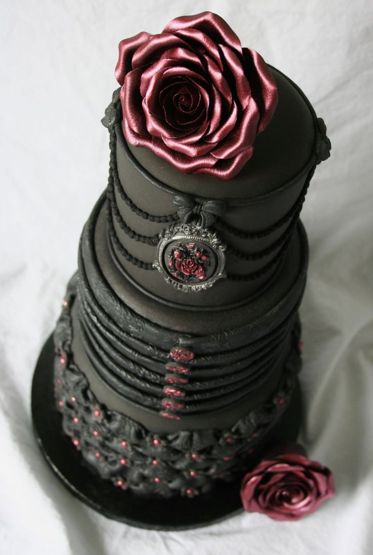 13 Big Gothic Birthday Cakes Photo Gothic Halloween Wedding Cake