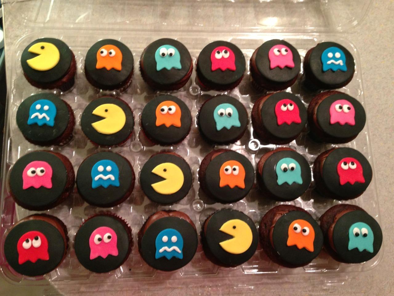 8 Pac Man Cupcakes Photo Pacman Cupcakes Pacman Cupcakes And Pac