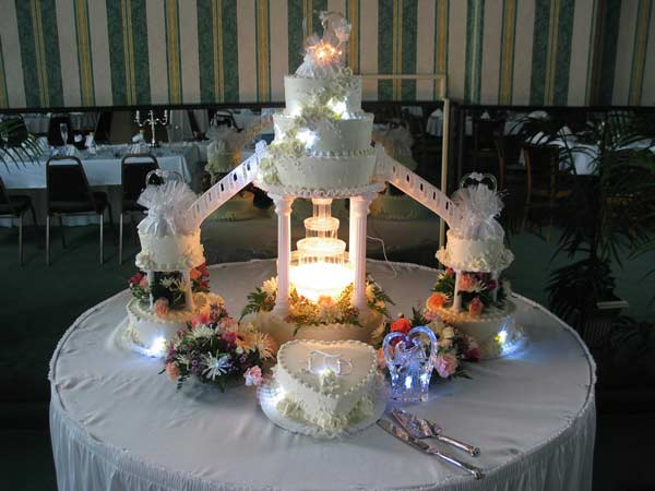 12 Wedding Cakes With Fountains Bridge Photo Bridge Wedding Cakes