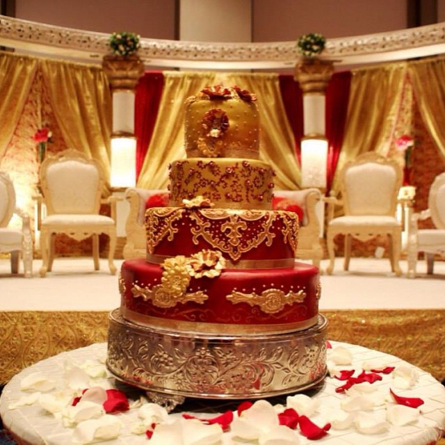 11 Huge Wedding Cakes Red White Gold Photo Red And Gold Wedding