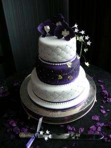 12 Light Purple And White Scroll Work Wedding Cakes Photo - Purple ...