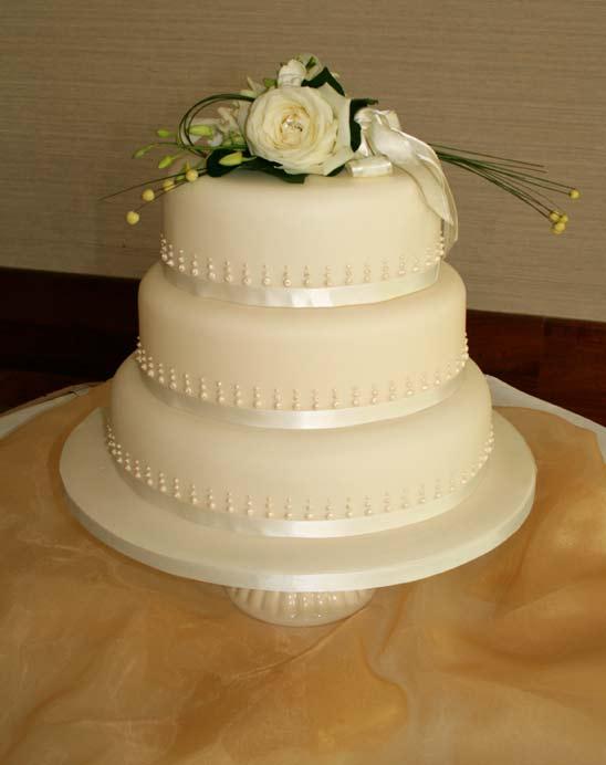 6 Heavenly Pearls Cakes Photo - 10 Inch Round Wedding Cake, Wedding ...
