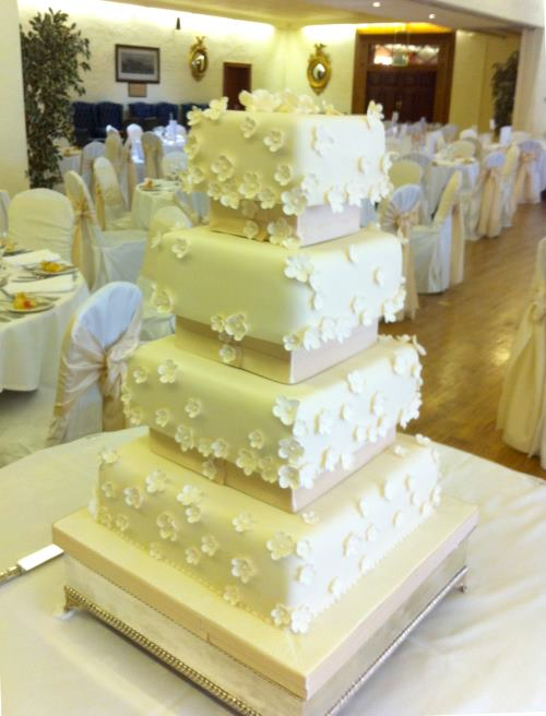 9 4 Tier Separated Wedding Cakes Photo - Separated Tiered Wedding ...