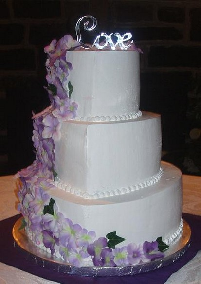 7 white and light purple flowery wedding cakes photo white wedding white wedding cake with purple flowers mightylinksfo