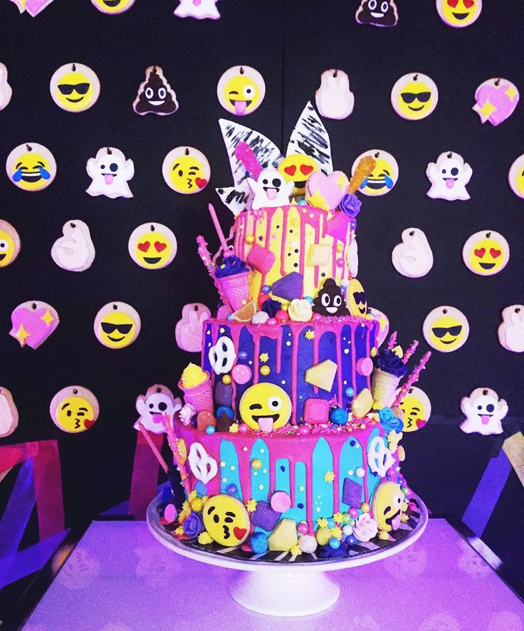 11 Emoji Cakes For Girls Photo