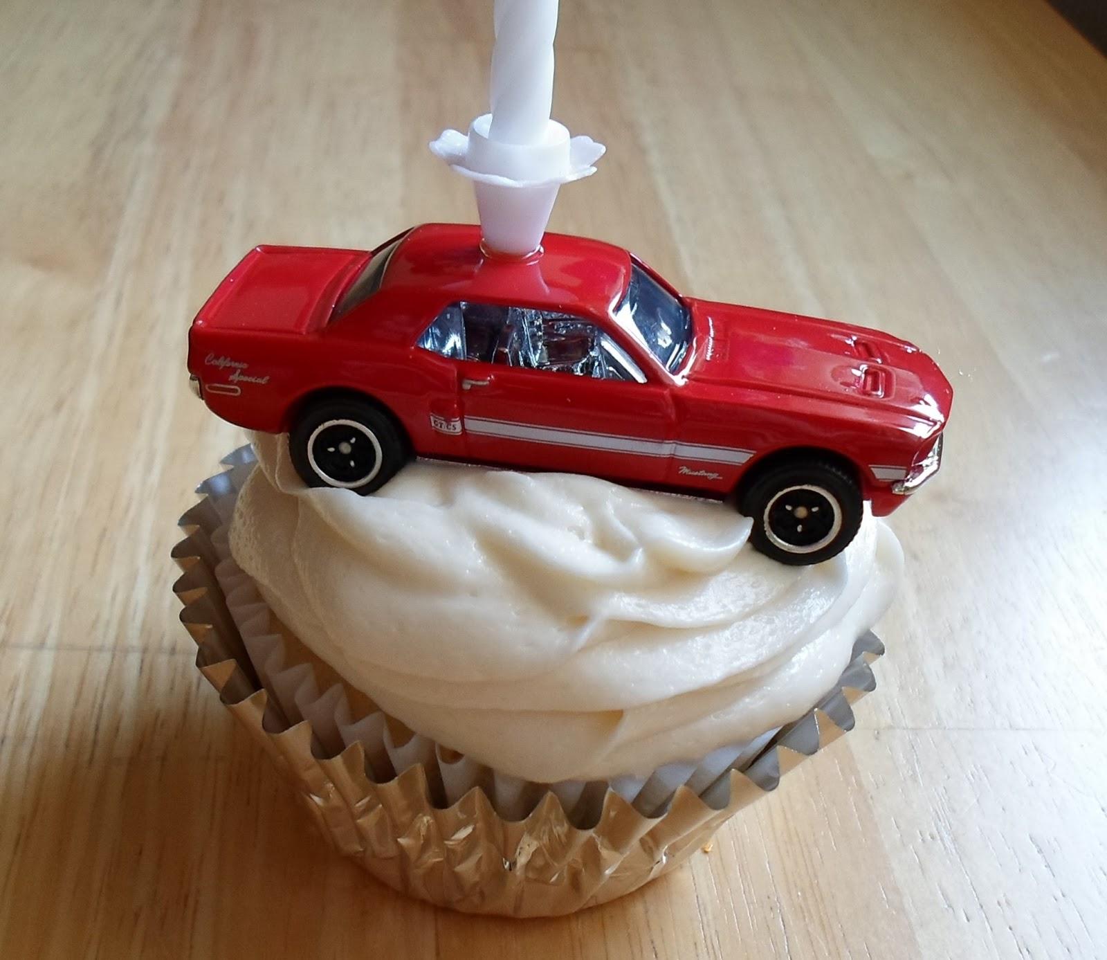 10 Muscle Car Cupcakes Photo Muscle Car Birthday Cake Race Car