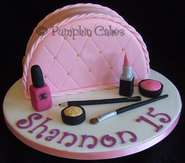 7 Purse Birthday Cakes With Make Up Photo Make Up Bag Cake 21st
