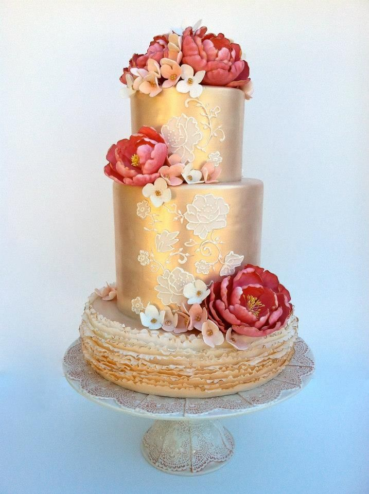 9 Red And Gold Wedding Cakes Photo - Red and Gold Wedding Cake, Red ...