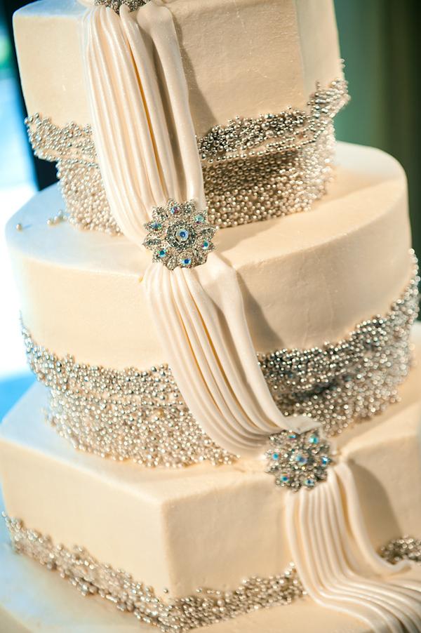 11 Modern Wedding Cakes With Bling Photo White Wedding Cake With