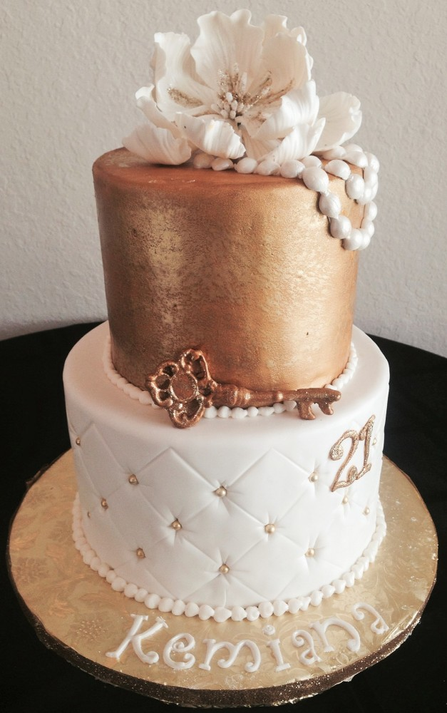 12 Elegant Birthday Cakes For Women With Angel Decorations Photo